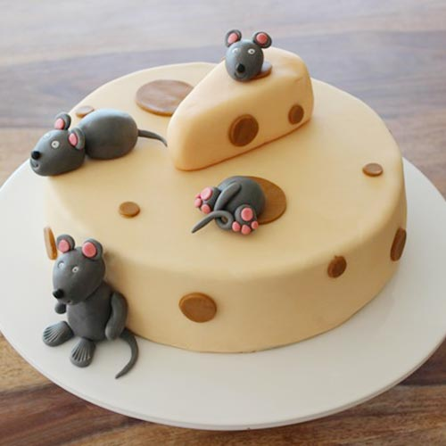 Funny mouse cheese cake