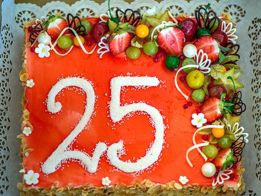 10 Amazing Anniversary Cakes To Make The Celebration Grander Bakingo Blog