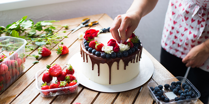 ways to decorate a cake