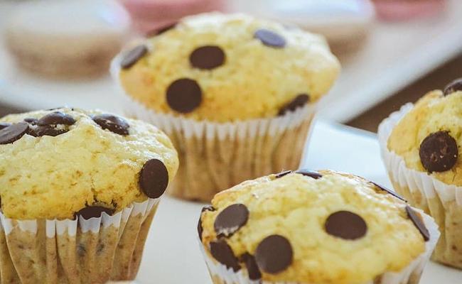Bake cupcake at home to celebrate Valentine