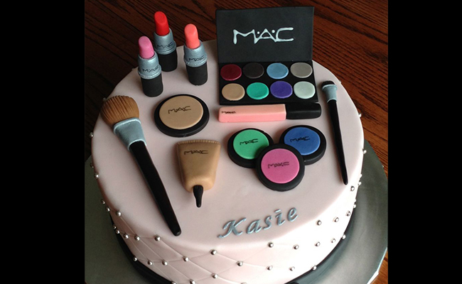 MakeUp Themed Cake for Mother Day