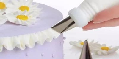 cake decoration with piping