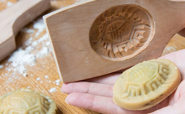 mooncake with mould
