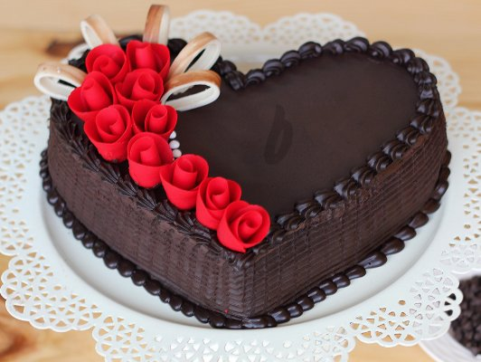 Heart Shaped Strawberry Cake With Chocolate And Strawberries